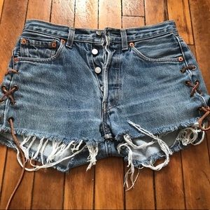 Levi high wasted vintage shorts size 25
